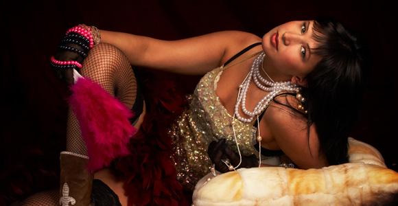 Belle cougar sexy, une femme mature qui aime la vie