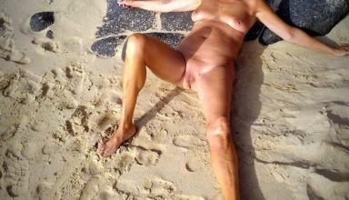 cougar-nue-sur-la-plage